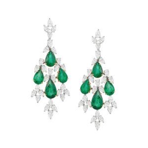 FJ.FR.011.0139_brincos em ouro branco com esmeraldas lapidação gota e diamantes