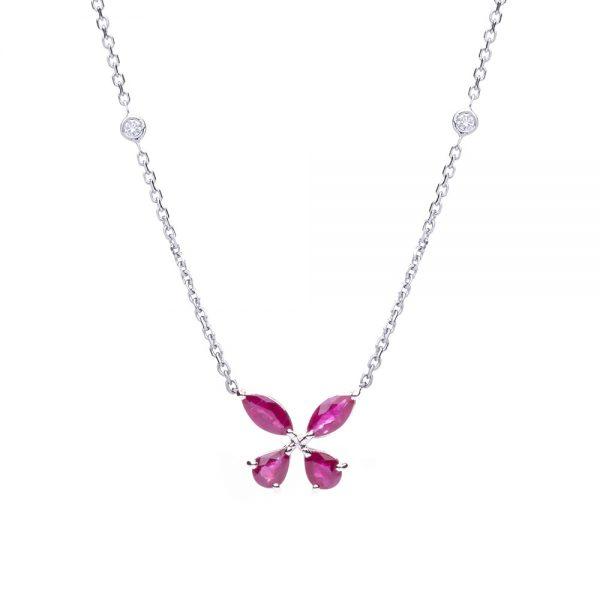 Gargantilha borboleta em ouro branco com rubis e diamantes.