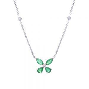 Gargantilha borboleta em ouro branco com esmeraldas e diamantes.