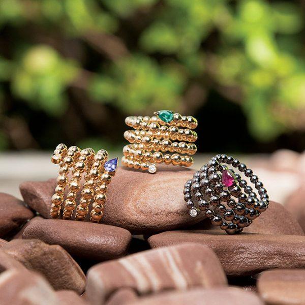 Anéis em ouro amarelo e branco com tanzanita, esmeralda e rubi.